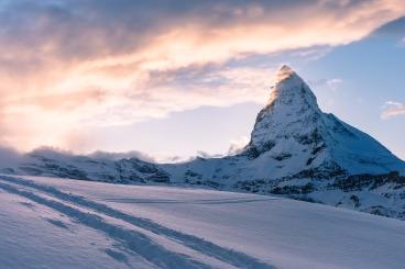 mountain-731312_1920.jpg