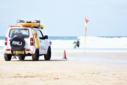 lifeguards-3633385_1920.jpg