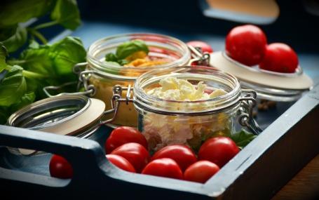 tomatoes-1338943_1920.jpg